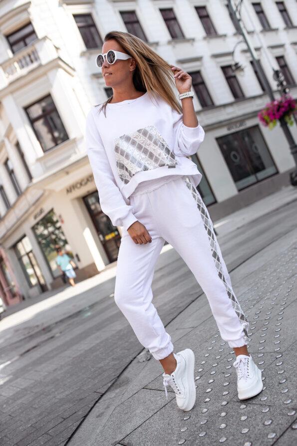biała-bluza-cekin